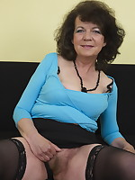 Hairy mature lady is ready for her shave